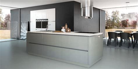 vernis plan de travail cuisine cuisine blanc brillant meuble cuisine blanc sans poignee