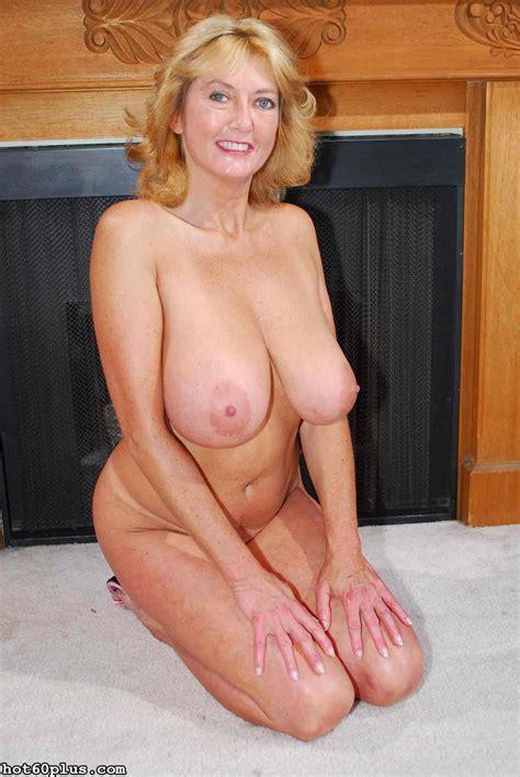 Lealiana Classy Mature Busty Blonde Pichunter