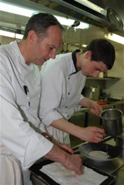 un commis de cuisine une journée avec lucas marini commis de cuisine au