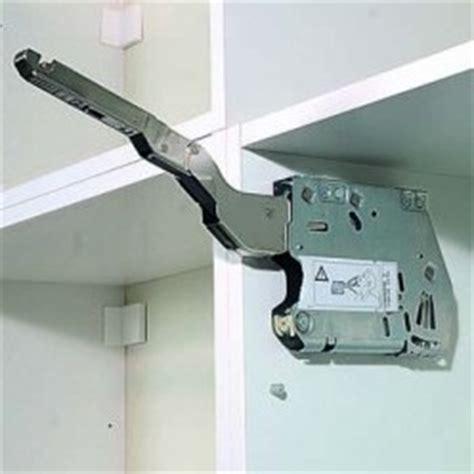 portes placards cuisine cuisine fixation de placards hauts à porte relevable