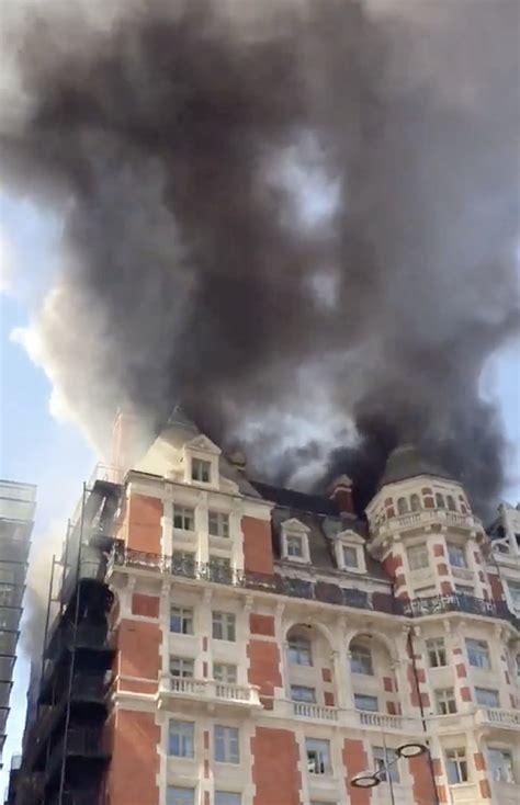 Haz tu selección entre imágenes premium sobre london fire de la más alta calidad. London fire: Robbie Williams forced to flee HUGE blaze at ...