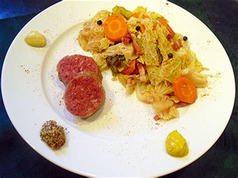cuisiner des pieds de porc sabodet au chou la recette facile par toqués 2 cuisine