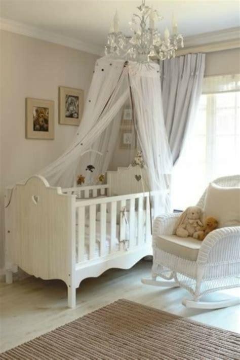 plafonnier chambre b b fille le ciel de lit bébé protège le bébé en décorant sa chambre