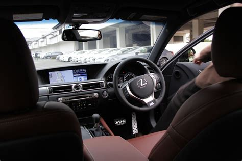 review   backseat  lexus gs   sport japanese spec  truth  cars