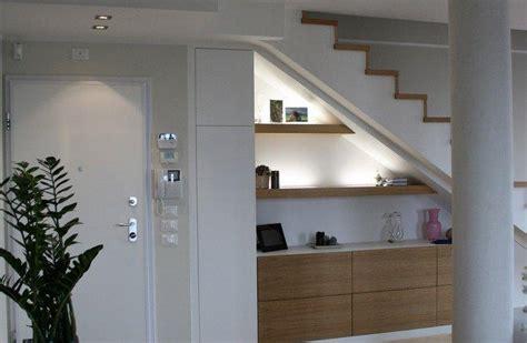 arredare il sottoscala a giorno sotto scala o soffitti inclinati da arredare con armadi