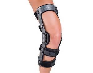 DonJoy Armor Knee Brace - CI, Std Hinge, Short Calf, Right Leg - Small
