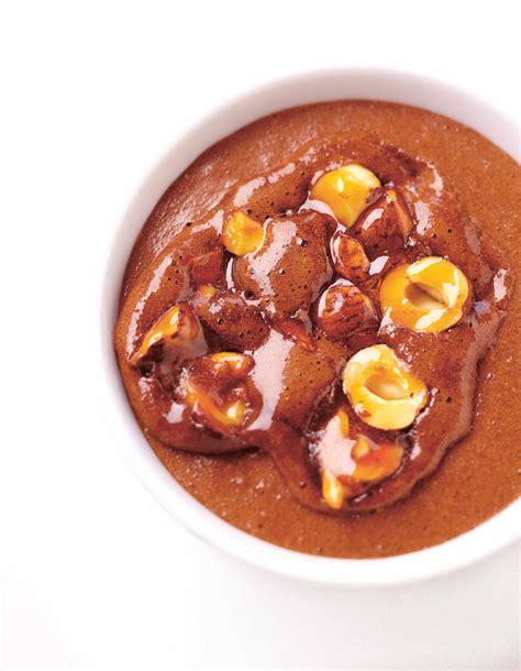 cuisine chocolat mousse au chocolat et aux noisettes pour 4 personnes