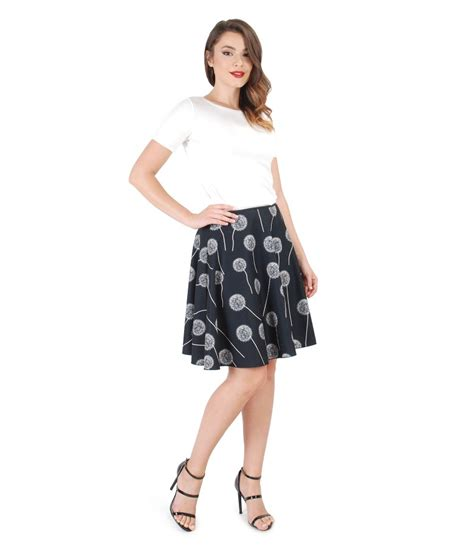 Casual outfit with flared skirt and uni jersey blouse - YOKKO