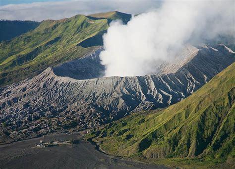 gunung bromo meletus tempat wisata foto gambar wallpaper