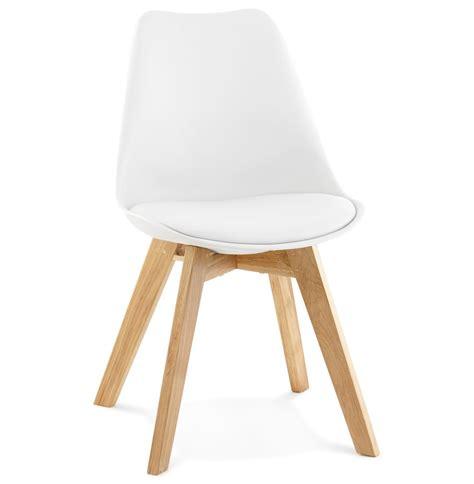 chaise blanche pied en bois chaise scandinave blanche pieds bois selia