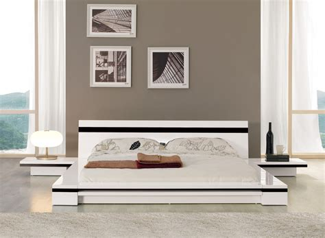 Contemporary White Platform Bed With Nightstands