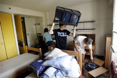 tcnj freshman students move   dorms njcom