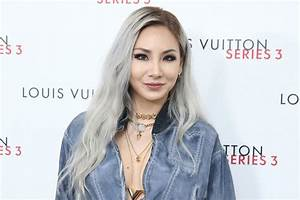 Korean rapper CL of girl group 2NE1 styles herself and ...