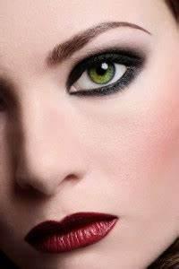 Grüne Augen Bedeutung : gr ne augen schminken schminktipps anleitungen jetzt informieren ~ Frokenaadalensverden.com Haus und Dekorationen