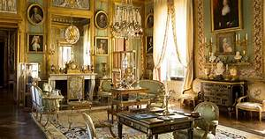 Modern Elegance vs Old-World Glamour: Decorating Style Wars