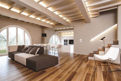 Decke Mit Holzbalken by Divano Slide Il Divano Componibile Ed Originale Lago Design