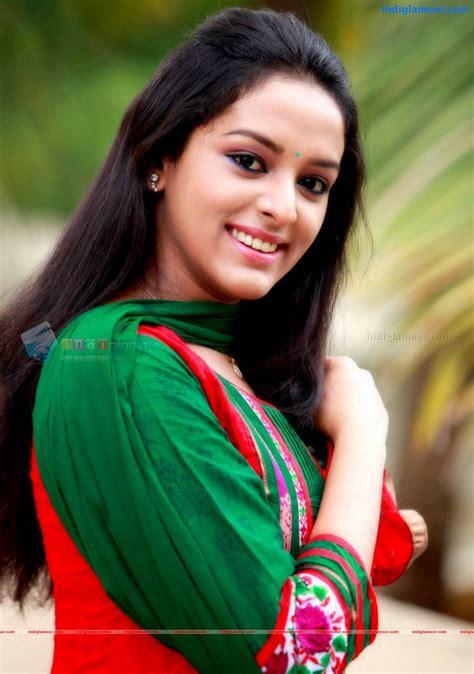 mahalakshmi actress  stills images pictures