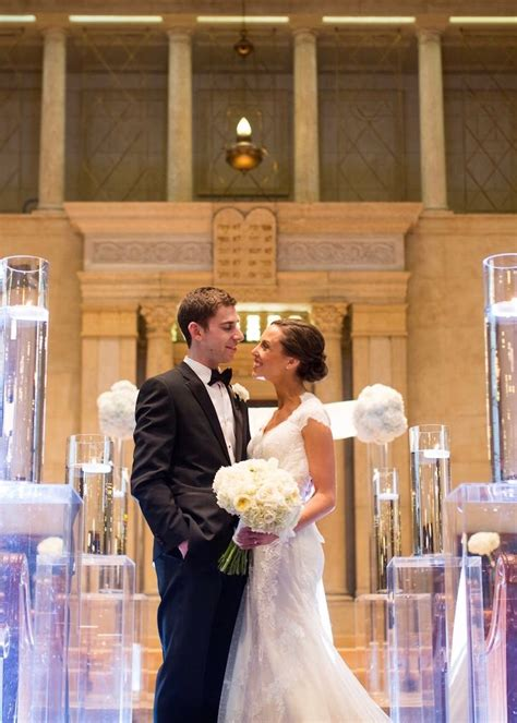elegant minneapolis wedding radiates  light modwedding