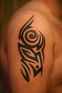 Tatuajes en el hombro para hombres Tatuajes