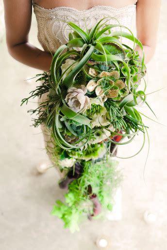 wedding  flowers  brides guide  trailing