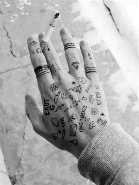 1001 + Ideen für coole Hand Tattoos mit Bedeutung