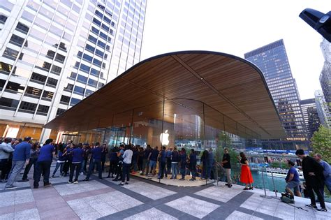 Chicago's Apple Store Has A Falling Ice Problem