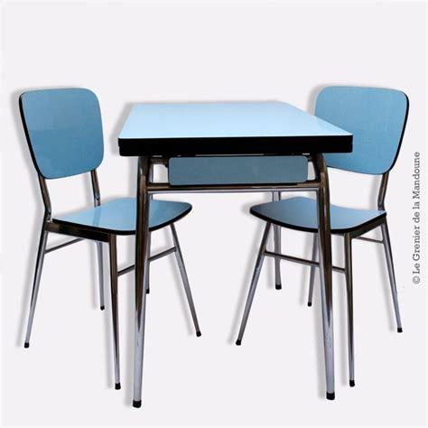 table cuisine avec chaises table formica avec ses 2 chaises d 39 origine bleu et acier