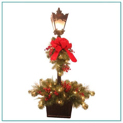 outdoor lamp post christmas decorating