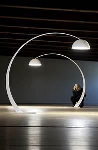 Lampadaire Design Italien : 17 meilleures id es propos de lampadaires sur pinterest cha nes de lumi res lampes de salon ~ Teatrodelosmanantiales.com Idées de Décoration