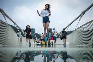 Floating in the air! China opens world's longest glass ...