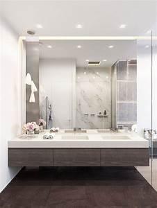 grand miroir contemporain un must pour la salle de bain With grand miroir de salle de bain