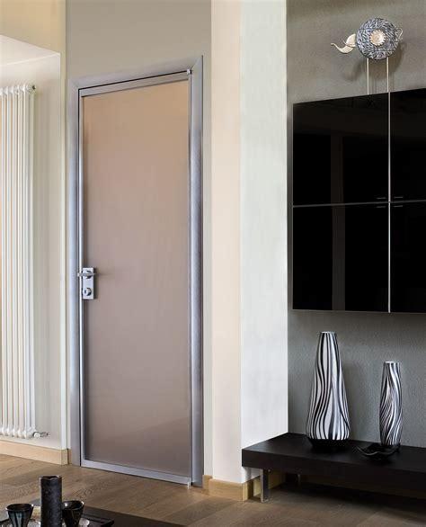 merawat pintu kamar mandi berdasarkan bahan pembuatannya sakti desain