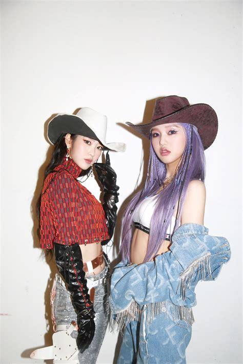 girl tampil ala koboi  foto teaser terbaru nonstop koreanindo