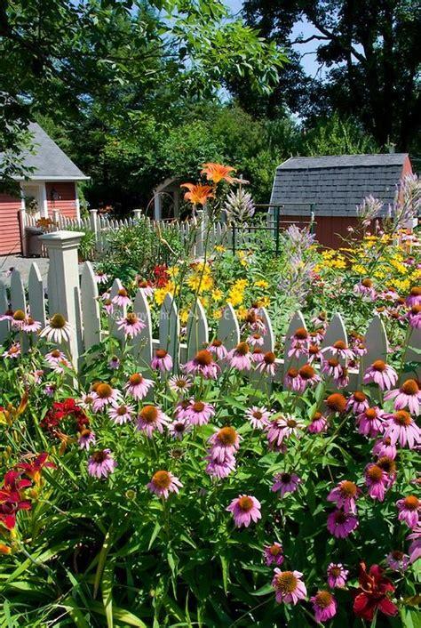 Backyard Flower Garden Design by Perennial Flower Gar Flowers Garden A Primitive