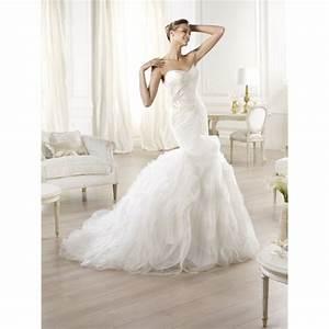 Pronovias Oita Feather Dress 2014 Collection Sample Gown