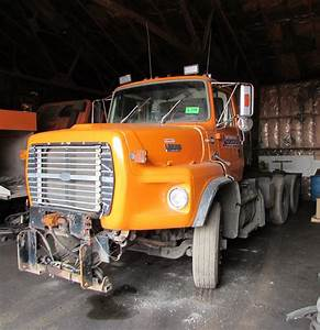Ford L8000 Tandem Axle Semi Tractor With 7 8l Turbo Diesel