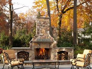 34 beautiful stone fireplaces that rock for Attractive patio stone fireplace designs