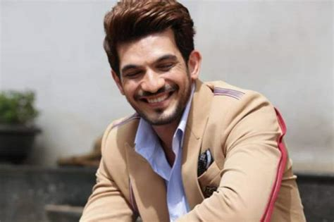 Arjun Bijlani Leaves For A Family Trip! | India Forums