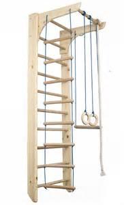 kletterwand für kinderzimmer die besten 17 ideen zu klettergerüst auf kinder hof spielplatzelemente und baumhäuser