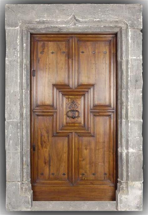 porte d entrée en bois massif porte d entr 233 e bois massif en noyer mod 232 le renaissance