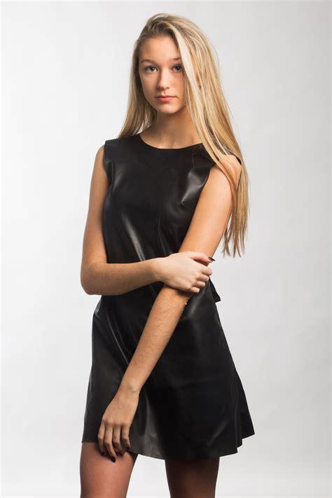 Zoe - Assets Model Agency