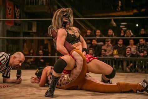 10 Female Wrestlers WWE Should Sign
