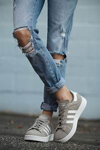 Adidas Campus suede sneaker in grey. Sneakers with distressed denim jeans. | Tomboy Style ...