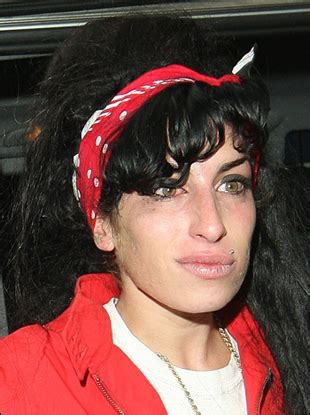 amy winehouse likes beehive hairstyle  hair band