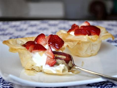 Vegetable and goat cheese phyllo pie american heart. Greek Yogurt and Strawberry Phyllo Cups Recipe | Serious Eats