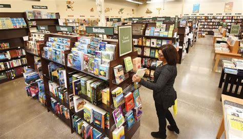 Bookstore Makes A Move To Kahului As It Searches For A