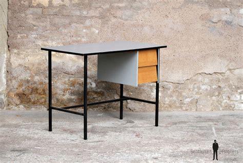 bureau metal gris bureau vintage rénové gris bois et métal épuré