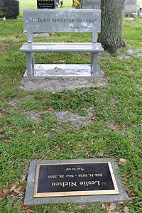 Leslie Nielsen Photos Photos - Leslie Nielsen's Grave ...