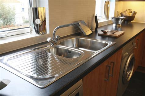 What are the Types of Kitchen Sinks and How Do They Work?
