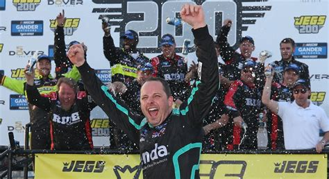 truck race results sauter captures  straight dover